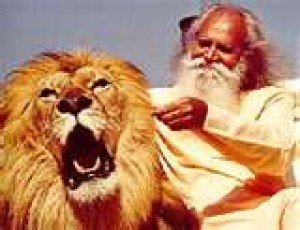 Sri Gurudev with MGM Lion.